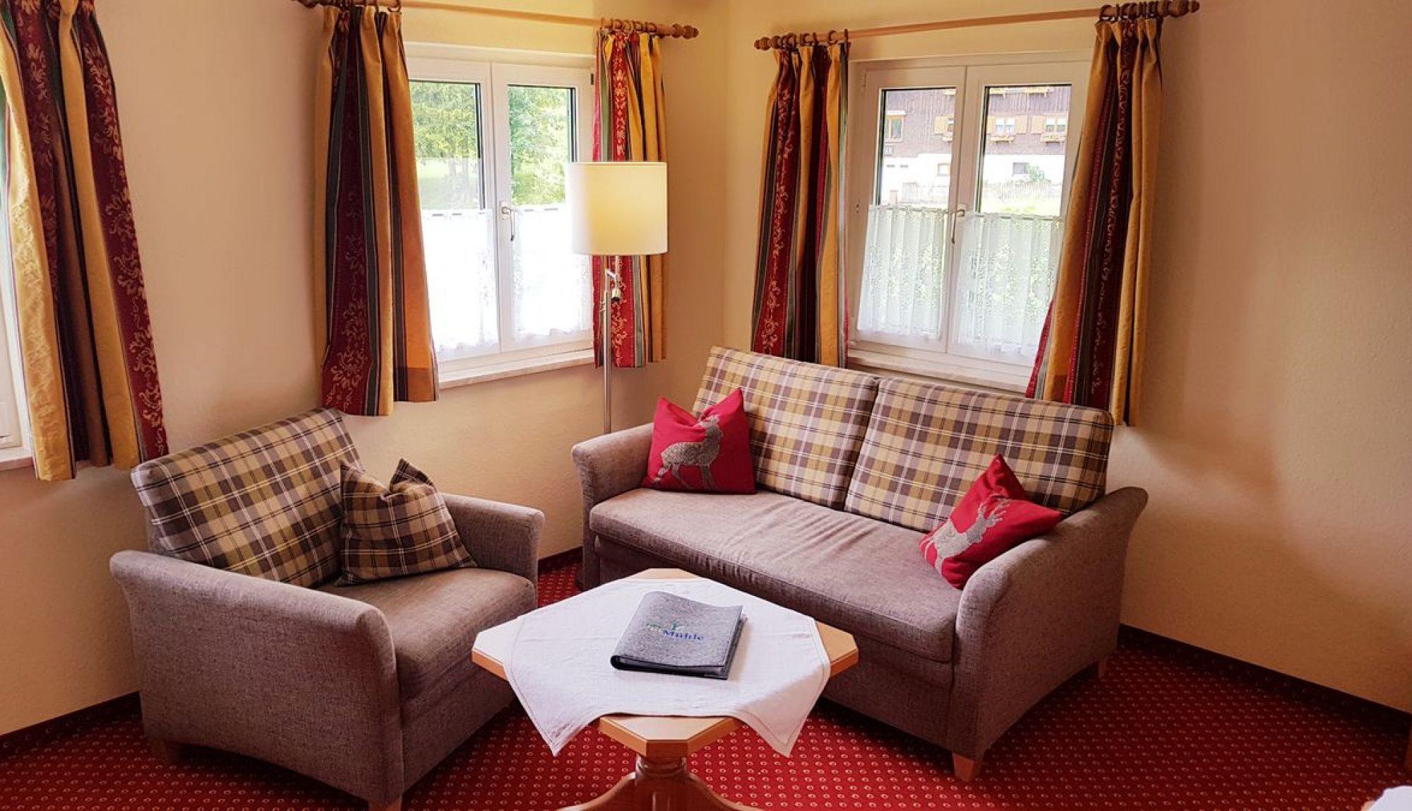 Berghotel Mühle Landhaus-Zimmer ohne Balkon Sitzecke