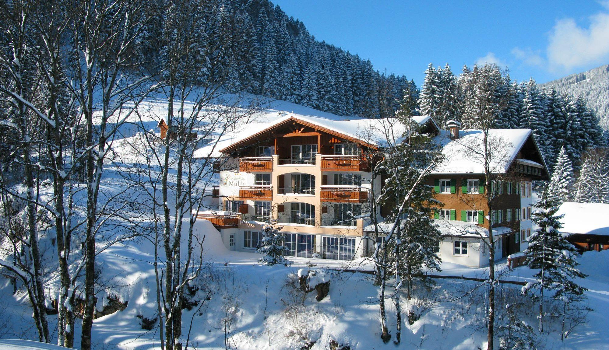 berghotel-muehle-winter-haus-ost